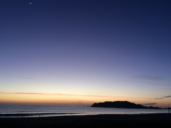 mount maunganui beach dawn